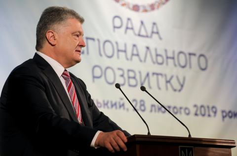 Poroshenko instructs to renew work of Mariupol airport
