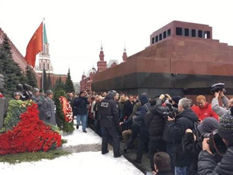 Young man detained at rally in memory of Stalin, held in Moscow