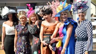 Thousands flock to Grand National