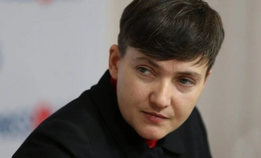 Nadia Savchenko comes to Ukrainian parliament after release