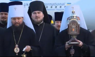 Holy Fire from Jerusalem delivered to Ukraine
