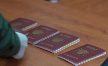 Russian troops in Donbas facilitate issuance of Russian passports for local residents