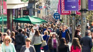 UK retail sales stall in April