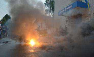 Rally at police department in Kyiv region, protesters burn smoke pellets