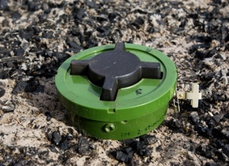 Ukrainian military defuse 40 mines with foreign marking in Donbas