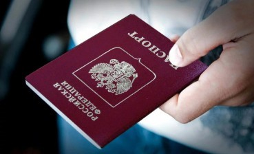 Donbas citizens get Russian passports: Russian anthem sounds; oath taken