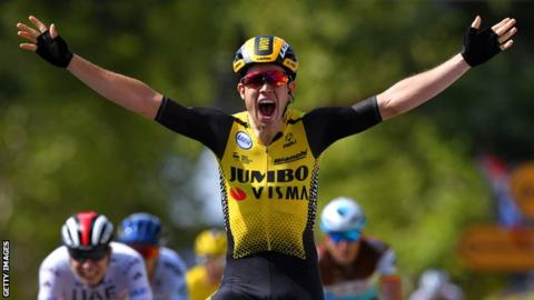 Defending champion Thomas moves up to second at Le Tour