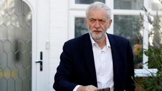 Labour peers consider Corbyn no-confidence vote