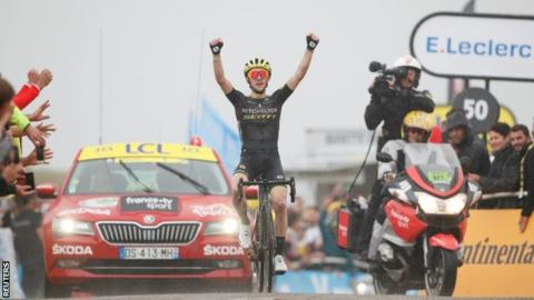 Simon Yates wins stage as Thomas gains time in Tour de France