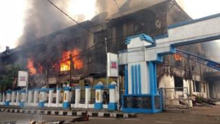 Indonesia Papua: Local parliament torched in Manokwari unrest