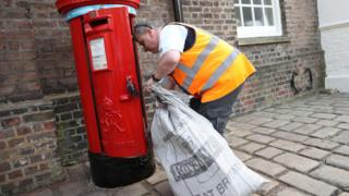 Royal Mail union to ballot 100,000 workers on strike action