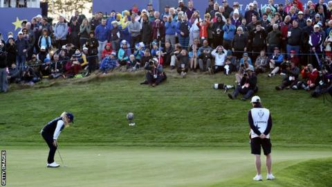 Europe take slender lead over US in Solheim Cup