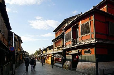 Kyoto's popular tourist spot Gion to forbid photos on private roads