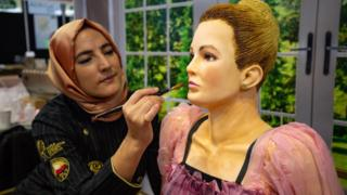 Killing Eve: Life-size Villanelle baked for cake show