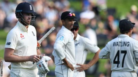 Late England wickets put New Zealand on top in second Test