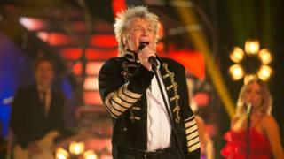 Rod Stewart becomes oldest man to top UK album chart