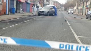 Man shot in Hull street by armed police