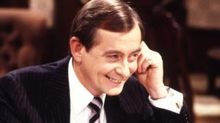 Derek Fowlds: Yes Minister and Heartbeat dies aged 82