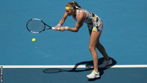 Kvitova fights back to reach Australian Open last eight