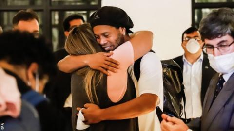 Ronaldinho and brother under house arrest in Paraguay