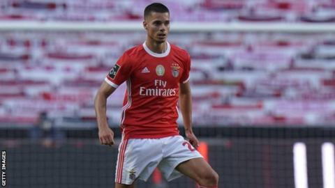 Two players injured after Benfica bus attack
