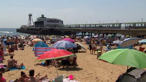 Police patrol beaches as crowds descend