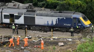 Stonehaven train derailment: Crash survivor walked mile to raise alarm