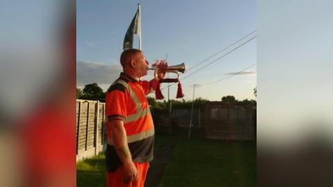 Coronavirus: Barnsley bugler vows to 'play until there are no more deaths'