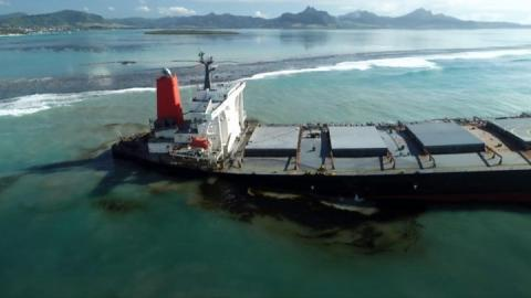 Mauritius oil spill: Fears vessel may